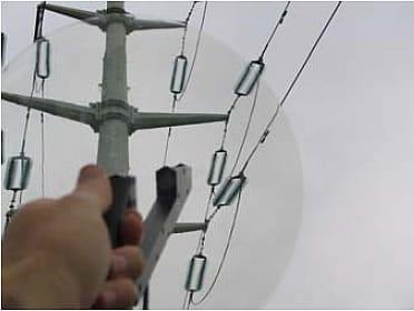usando detector ultrasónico redes aéreas eléctricas