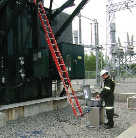 Operador con medidor automático de resistencia CC en bobinados AWRT-10A