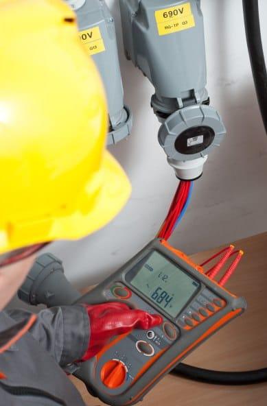 Uso del Medidor de Impedancias de Bucle de Cortocircuito AMZC-305